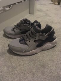 Size 2 huaraches