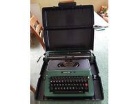 SilverReed 500 Typewriter & Case