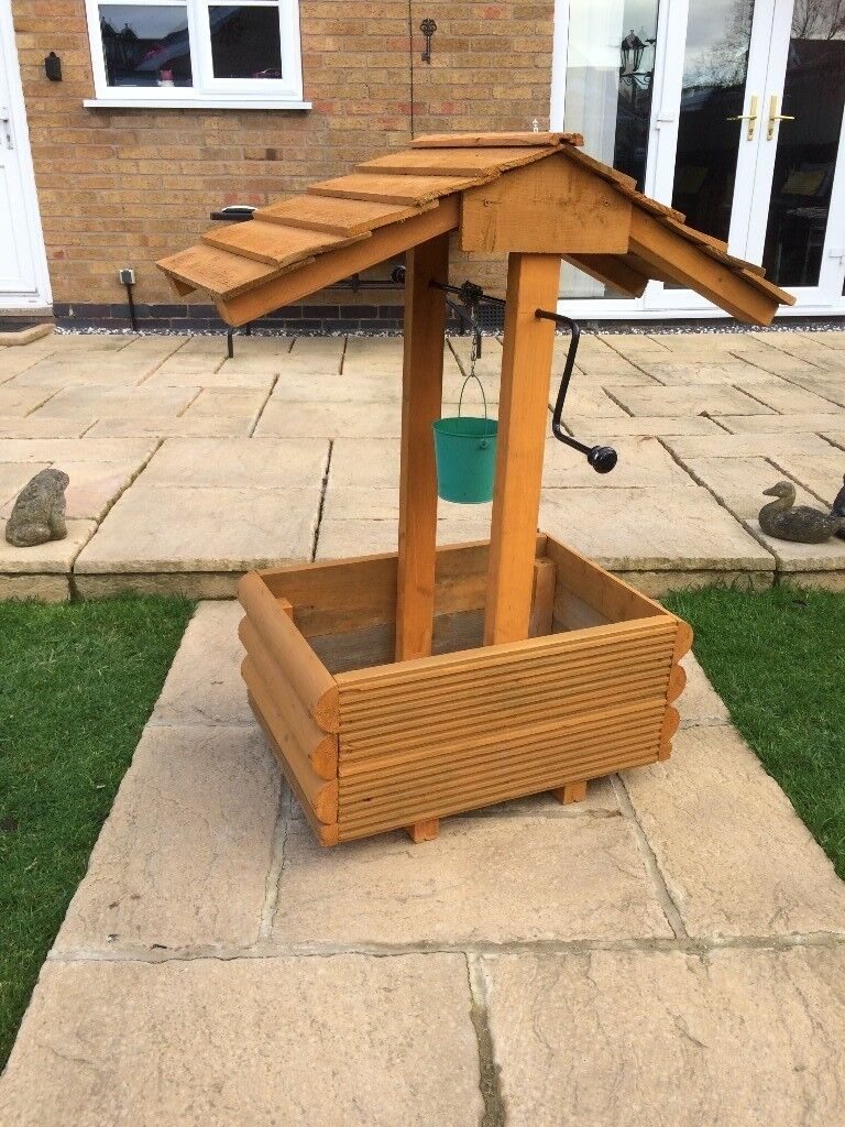 Unused Wooden Wishing Well Planter In Countesthorpe