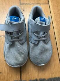 grey nike boys trainers size7.5