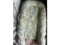 Sleepyhead deluxe (dock a tot) with two extra covers great condition