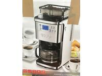 Bean to cup coffee machine and grinder