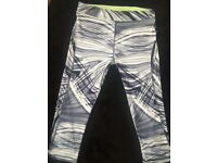 Swirl Black/White 3/4 Length Gym Leggings
