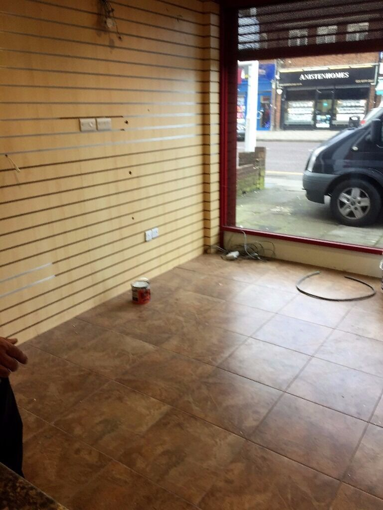 LARGE MODERN SHOP AND LOCK UP TO RENT WITH A GARAGE FOR £1800PCM IN SEVEN KINGS !
