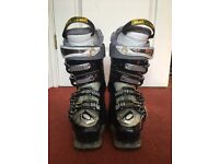 Size 6 salomon ski boots. Reasonable condition. Would be great for a beginner/intermediate skier