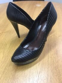 Schutz Black Heels, with gold Detail, Size 7 - Excellent Condition, worn once