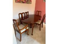 Extendable 6/8 Mahogany table and 6 chairs