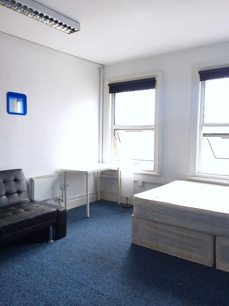 FURNISHED: LARGE DOUBLE ROOM: 5MINS WALK TO STRATFORD STATION: 3 BATHROOMS: ALL BILLS INC PLUS WIFI