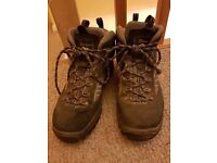 Berghaus heavy duty walking boots size 7
