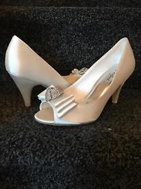 Ivory Satin Shoes size 5