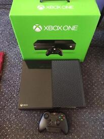 Near mint condition Xbox one 500GB boxed one control + one rare replay vgc