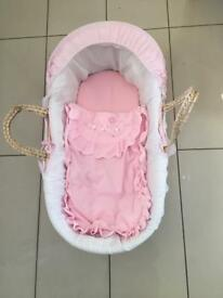 Moses basket and additional sheets