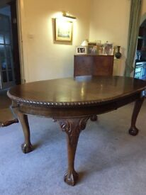 ANTIQUE VICTORIAN MAHOGANY BALL & CLAW OVAL DINING TABLE EXTENDING WINDING MECHANISM & CARVER CHAIRS