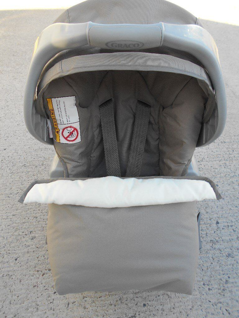Graco Baby Car Seat With Apron And Isofix Base Very Clean Ready To Use