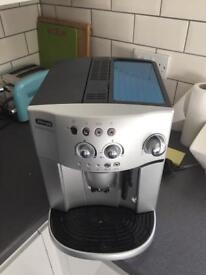 De Longhi Magnifica ESAM 4200.S Coffee Maker