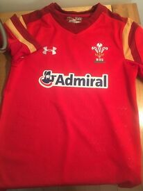 Wales rugby shirt size YOUTH SMALL