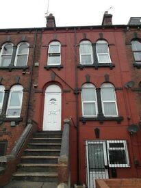 STUDIO BEDSIT (1 mile from Leeds City Centre), fully furnished, most bills inc, on street parking,