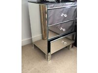 3 drawer, Mirrored, Bedside table