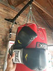 Boxing punch bag with wall bracket