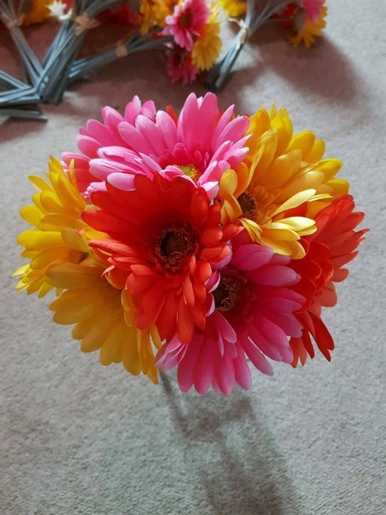 8 BUNCHES OF COLOURFUL ARTIFICIAL FLOWERS