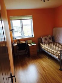 Nice Double Room at Putney