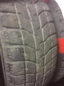 2 pneus d'hiver 225/65/16 Bridgestone Blizzak WS70