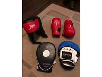 Sparring pad with gloves and head protection