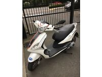 2013 Piaggio fly 125 ie 3v Scooter in white! Need to sell ASAP!!