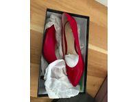 Gorgeous, pristine Noe women's low heel pump