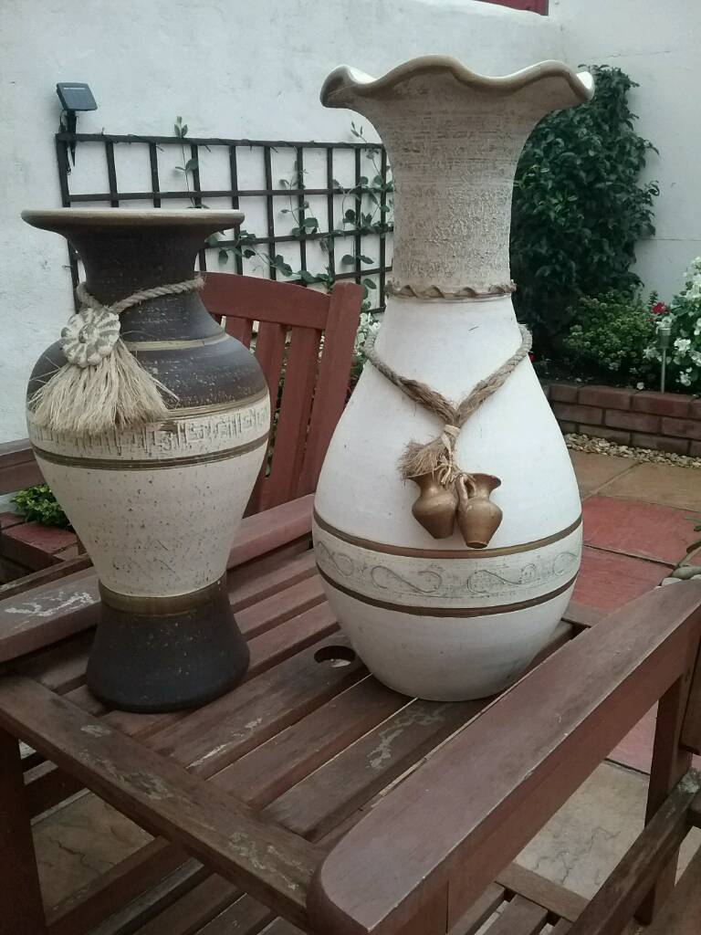 Two vases in very good condition.