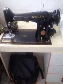 ANTIQUE SINGER SEWING MACHINE £100 WILLING TO NEGOTIATE