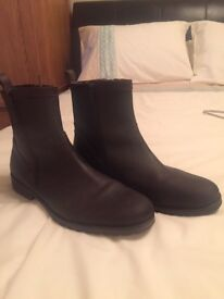 Men's brown boots size 9