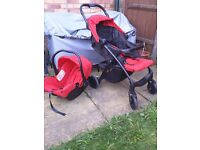 Joie Muze Travel System includes a newborn car seat and pushchair suitable from birth to 17 kg.