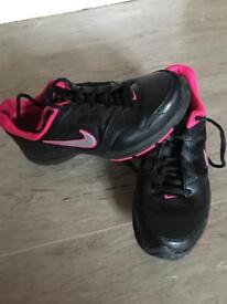 Like new ladies Nike trainers size 6