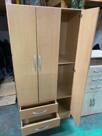 Wardrobe with 3 doors and shelves