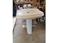 White wash basin and pedestal – no damage