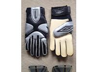 Goal keeping gloves