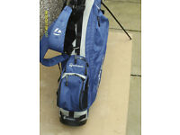 MENS RIGHT HAND GOLF CLUBS IN TAYLORMADE STAND BAG