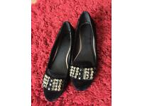 Ladies/Girls size 5 shoes