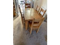 Oak Extending Dining Table with 6 chairs