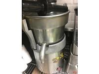 Juice machine and machine for cater vegetable