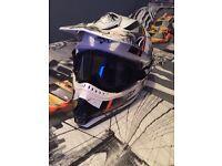 Crash helmet with goggles
