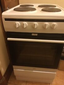 Cooker electric ALMOST NEW with grill oven 4 hobs