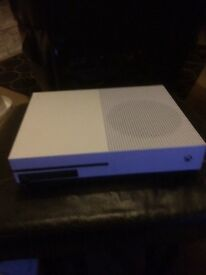 Xbox one with Fifa 17 and Fifa 15
