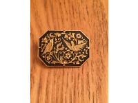 Ladies genuine vintage brooch