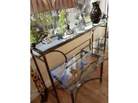 Ling glass unit with 2 side tables to match