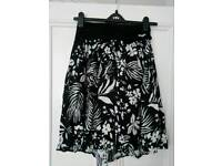 Roxy size M (10-12) sequin black and white skirt