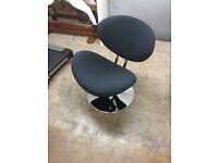 1 x Black Funky Egg Type Chair