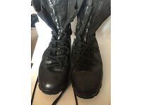 MEN BOOT SIZE 11