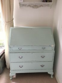 Chest of drawers with table